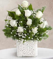 9 beyaz gül vazosu  Bayburt çiçek satışı