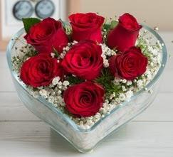 Kalp içerisinde 7 adet kırmızı gül  Bayburt çiçek gönderme sitemiz güvenlidir