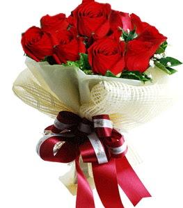 9 adet kırmızı gülden buket tanzimi  Bayburt çiçek gönderme sitemiz güvenlidir