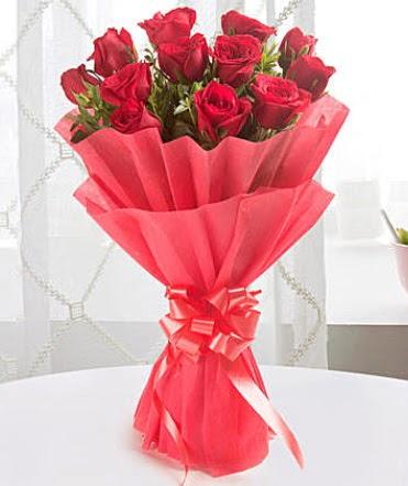 12 adet kırmızı gülden modern buket  Bayburt çiçek yolla