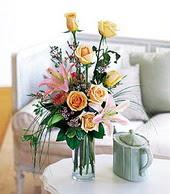 Bayburt çiçek , çiçekçi , çiçekçilik  cam yada mika vazo içerisinde gül kazablanka
