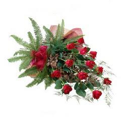 Bayburt online çiçek gönderme sipariş  10 adet kirmizi gül özel buket çiçek siparisi