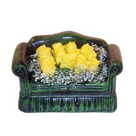 Seramik koltuk 12 sari gül   Bayburt ucuz çiçek gönder