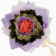 12 adet gül ve elyaflardan   Bayburt çiçekçi mağazası