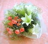 Bayburt çiçek yolla  lilyum ve 7 adet gül buket