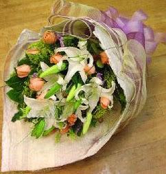 Bayburt internetten çiçek satışı  11 ADET GÜL VE 1 ADET KAZABLANKA