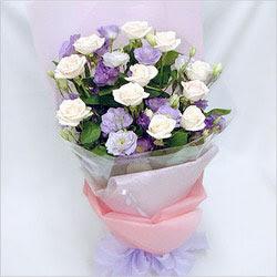 Bayburt internetten çiçek satışı  BEYAZ GÜLLER VE KIR ÇIÇEKLERIS BUKETI