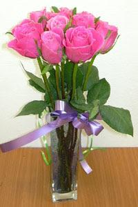 cam vazo içerisinde 11 adet gül  Bayburt internetten çiçek satışı