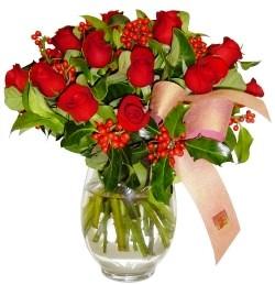 Bayburt çiçekçi mağazası  11 adet kirmizi gül  cam aranjman halinde