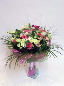 Bayburt hediye çiçek yolla  karisik mevsim buketi mevsime göre hazirlanir.