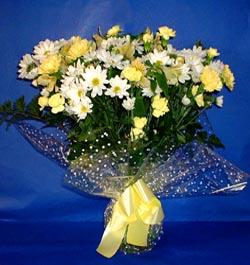 Bayburt hediye çiçek yolla  sade mevsim demeti buketi sade ve özel