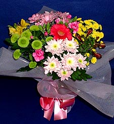 Bayburt hediye çiçek yolla  küçük karisik mevsim demeti