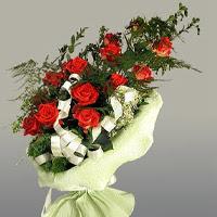 Bayburt ucuz çiçek gönder  11 adet kirmizi gül buketi sade haldedir