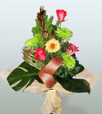Bayburt ucuz çiçek gönder  3 adet gül 4 adet gerbera çiçegi sade buket