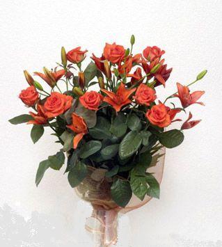 9 adet gül ve 3 adet lilyum çiçegi buketi   Bayburt cicek , cicekci