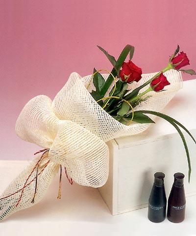 3 adet kalite gül sade ve sik halde bir tanzim  Bayburt internetten çiçek siparişi