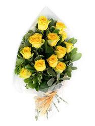 Bayburt güvenli kaliteli hızlı çiçek  12 li sari gül buketi.