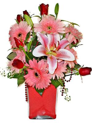 Bayburt cicek , cicekci  karisik cam yada mika vazoda mevsim çiçekleri mevsim demeti