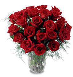 Bayburt çiçek gönderme sitemiz güvenlidir  11 adet kirmizi gül cam yada mika vazo içerisinde