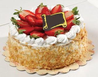 uygun pastaneler 4 ile 6 kisilik çilekli yas pasta lezzetli  Bayburt çiçek siparişi vermek