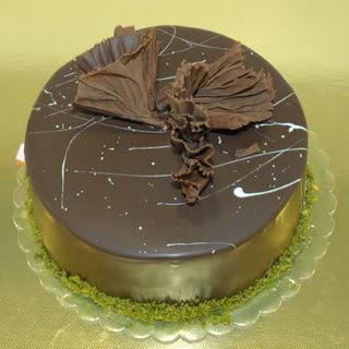 pastaci ustamizdan 4 ile 6 kisilik fistikli çikolatali yaspasta  Bayburt çiçek servisi , çiçekçi adresleri