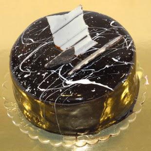 pasta gönder 4 ile 6 kisilik parça çikolatali yaspasta  Bayburt internetten çiçek siparişi
