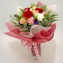 Karisik renklerde 11 adet gül buketi  Bayburt çiçek gönderme