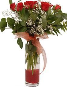 Bayburt uluslararası çiçek gönderme  11 adet kirmizi gül vazo çiçegi