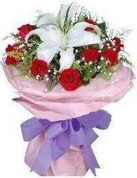 9 adet kirmizi gül 1 adet kazablanka buketi  Bayburt çiçekçi mağazası