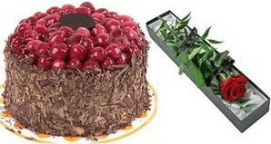 1 adet yas pasta ve 1 adet kutu gül  Bayburt uluslararası çiçek gönderme