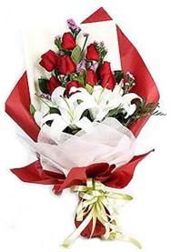 Bayburt hediye çiçek yolla  9 adet gül 2 adet kazablanka buketi