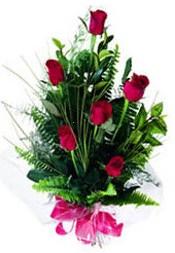 Bayburt güvenli kaliteli hızlı çiçek  5 adet kirmizi gül buketi hediye ürünü