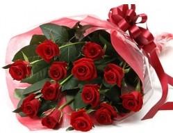 Bayburt anneler günü çiçek yolla  10 adet kipkirmizi güllerden buket tanzimi