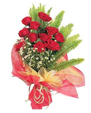 Bayburt İnternetten çiçek siparişi  11 adet kırmızı güllerden buket modeli