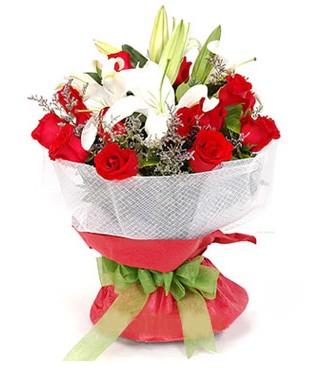 Bayburt hediye çiçek yolla  1 dal kazablanka 11 adet kırmızı gül buketi