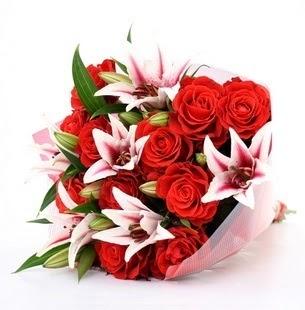 Bayburt çiçek siparişi vermek  3 dal kazablanka ve 11 adet kırmızı gül