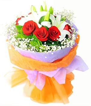 Bayburt çiçek gönderme sitemiz güvenlidir  1 dal kazablanka 7 adet kırmızı gül buketi