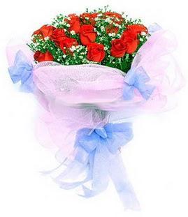 Bayburt çiçek siparişi sitesi  11 adet kırmızı güllerden buket modeli