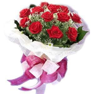 Bayburt çiçek satışı  11 adet kırmızı güllerden buket modeli