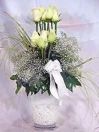 Bayburt online çiçek gönderme sipariş  9 adet vazoda beyaz gül - sevdiklerinize çiçek seçimi