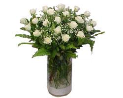 Bayburt yurtiçi ve yurtdışı çiçek siparişi  cam yada mika Vazoda 12 adet beyaz gül - sevenler için ideal seçim