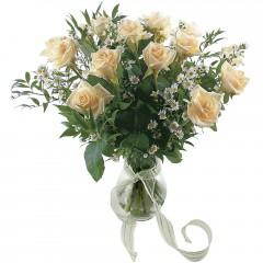 Vazoda 8 adet beyaz gül  Bayburt 14 şubat sevgililer günü çiçek