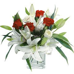 vazo içerisinde 4 gül 1 adet kazablanka  Bayburt online çiçek gönderme sipariş