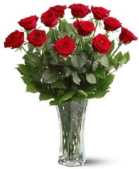 11 adet kırmızı gül vazoda  Bayburt internetten çiçek siparişi