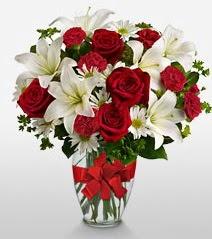 Eşsiz vazo tanzimi güller kazablankalar  Bayburt online çiçek gönderme sipariş