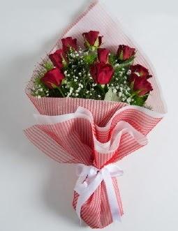 9 adet kırmızı gülden buket  Bayburt çiçek satışı