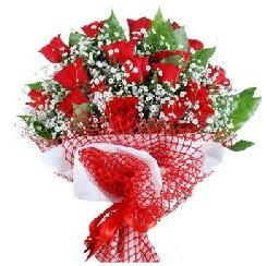 11 kırmızı gülden buket  Bayburt 14 şubat sevgililer günü çiçek