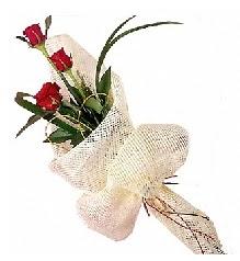 3 adet kırmızı gül buketi  Bayburt güvenli kaliteli hızlı çiçek