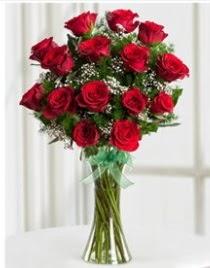 Cam vazo içerisinde 11 kırmızı gül vazosu  Bayburt anneler günü çiçek yolla