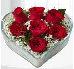 Kalp içerisinde 7 adet kırmızı gül  Bayburt çiçek servisi , çiçekçi adresleri